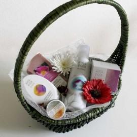 Cesta regalo cosmética ecológica caricias eco