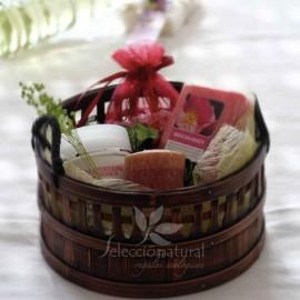 Cesta regalo cosmética jardín de rosas